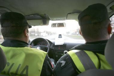 Girtas vairuotojas bandė papirkti pareigūnus