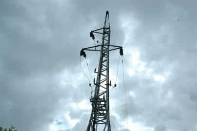 Kainų komisija nusitaikė į elektros tiekėjus
