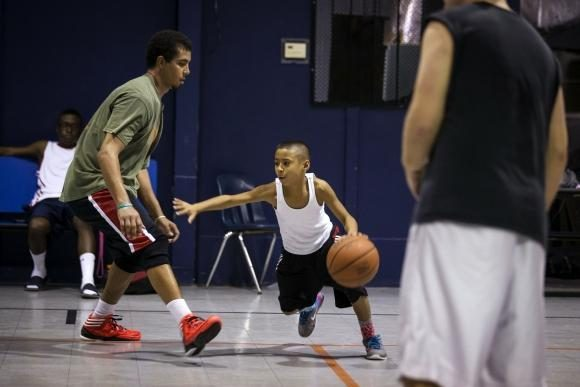 137 cm ūgio krepšinio nykštukas stebina savo talentu!