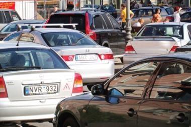Naujų automobilių rinka sausį smuko 45 procentais