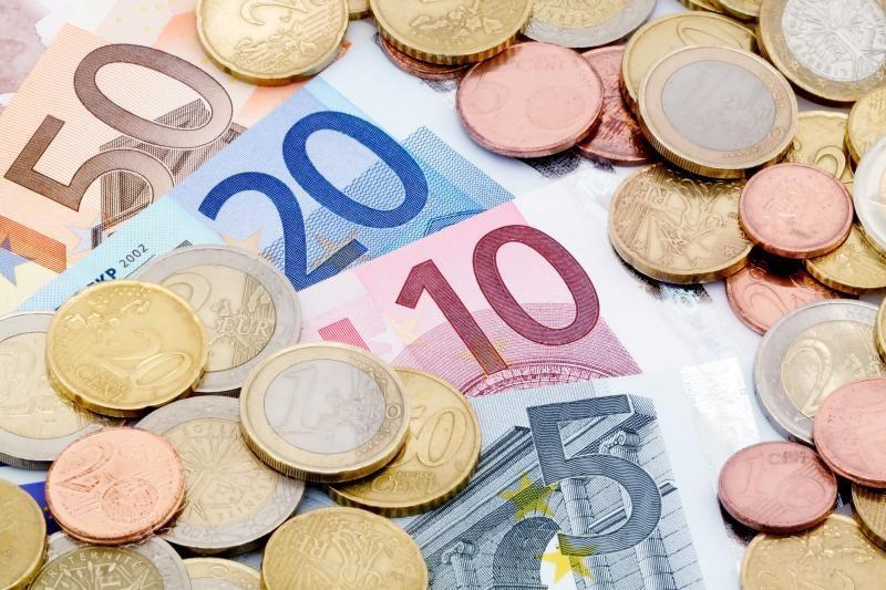 Panevėžio banke mėginta pakeisti padirbtus eurų banknotus