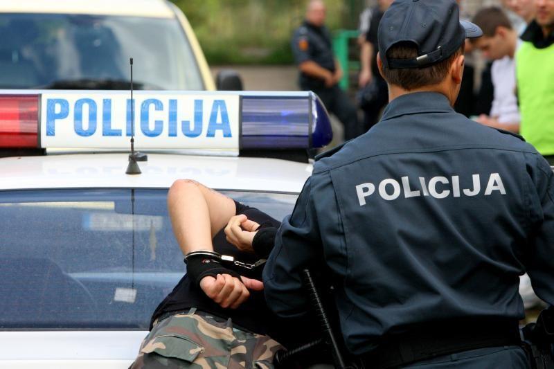 Policijos automobilius padegę kupiškėnai bus teisiami dėl terorizmo