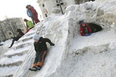 Rotušės aikštėje - sniego skulptūros