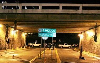 Meksikoje rasti ant tilto pakabinti sudarkyti lavonai nukirstomis galvomis