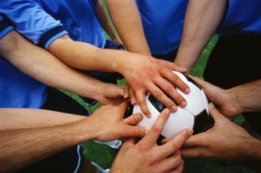 Futbolas skatins bendrauti ir bendradarbiauti