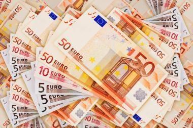 15 tūkst. netikrų eurų atvedė už grotų
