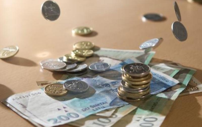 Trys sukčiautojos pavogė senolio po čiužiniu slėptus pinigus
