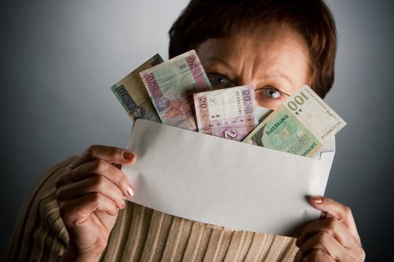 Apgautas sukčių vaikas atidavė šeimos santaupas ir papuošalus