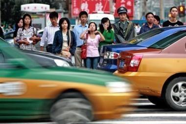 Neatidžius pėsčiuosius kinai rodys per televiziją