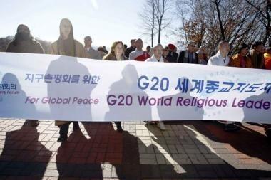 Prie G-20 viršūnių susitikimo vietos mėgino susideginti moteris