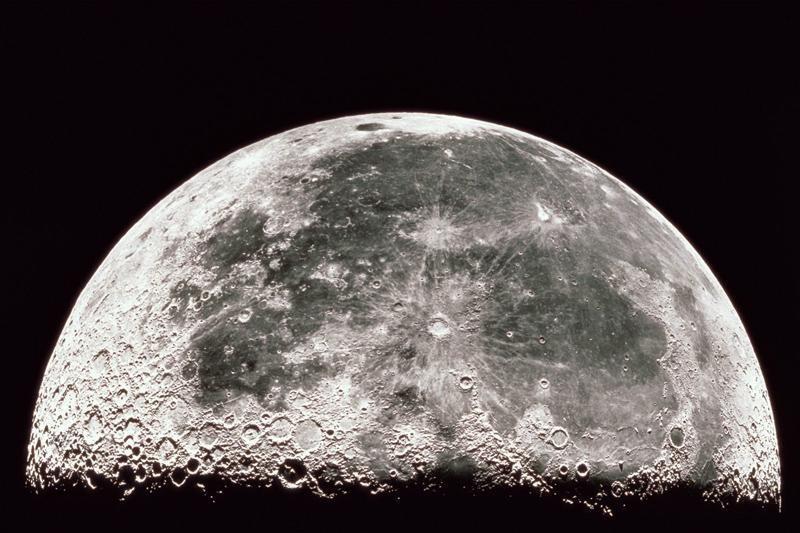 NASA paleido Mėnulio atmosferą tirsiantį erdvėlaivį