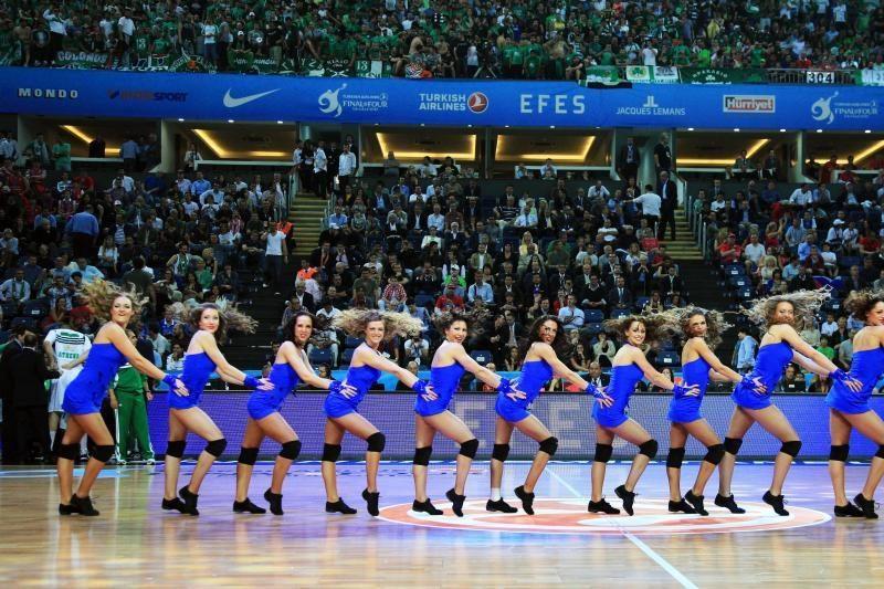 """""""Žalgirio"""" šokėjos Stambule buvo dėmesio centre"""