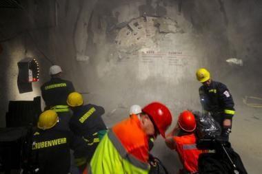 Šveicarijos Alpėse baigiamas kasti ilgiausias pasaulyje tunelis