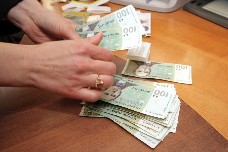 Beveik pusė Lietuvos gyventojų sutiktų dirbti už neoficialų atlyginimą