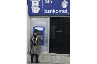 Lenkai tuština valiutų keityklas