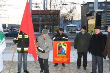 Ugniagesių piketo valdžia nepaisė ir nutarė naikinti dvi komandas Kauno rajone (papildyta 12.20 val.)