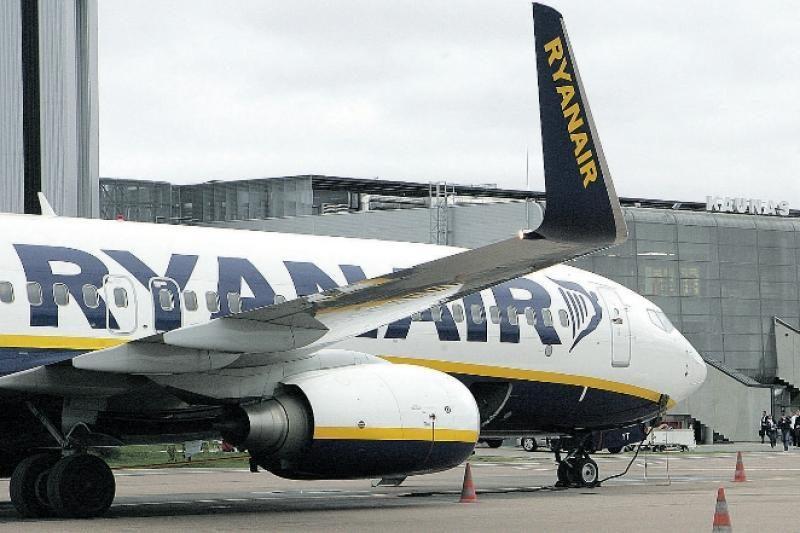 """Skrydžių bendrovė """"Ryanair"""" brangina bilietus"""