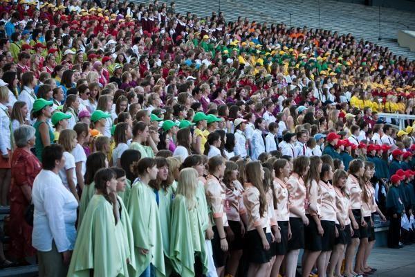 Vingio parke nuvilnijo moksleivių dainų diena
