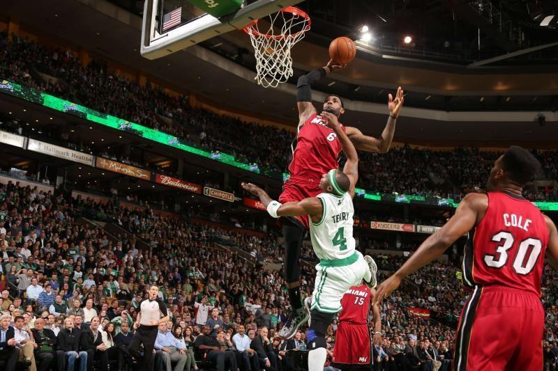 """""""Heat"""" panaikino 27 taškų deficitą, L. Jamesas pasityčiojo iš J. Terry"""