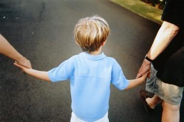 Vaiko teisių tarnyba pernai gavo 10 prašymų dėl neteisėtai išvežtų bei parvežtų vaikų