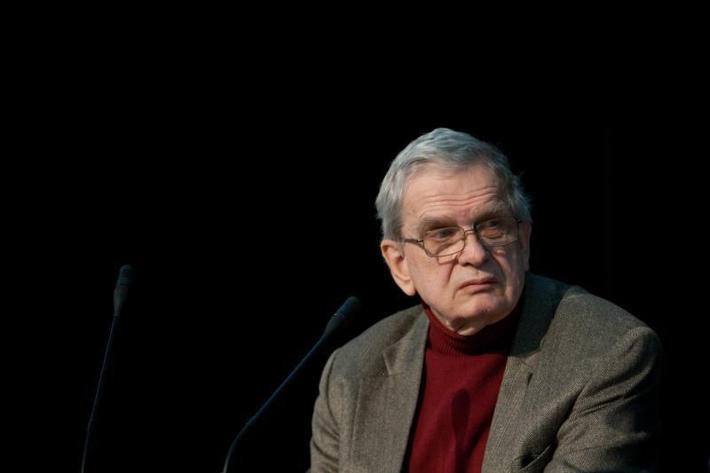 Poetas T. Venclova pelnė Lenkijos apdovanojimą