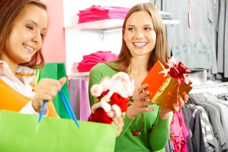 Darbuotojai apsimeta sergančiais, kad spėtų nupirkti kalėdines dovanas
