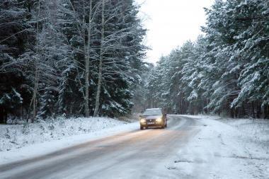 Dėl sniego - sudėtingos eismo sąlygos