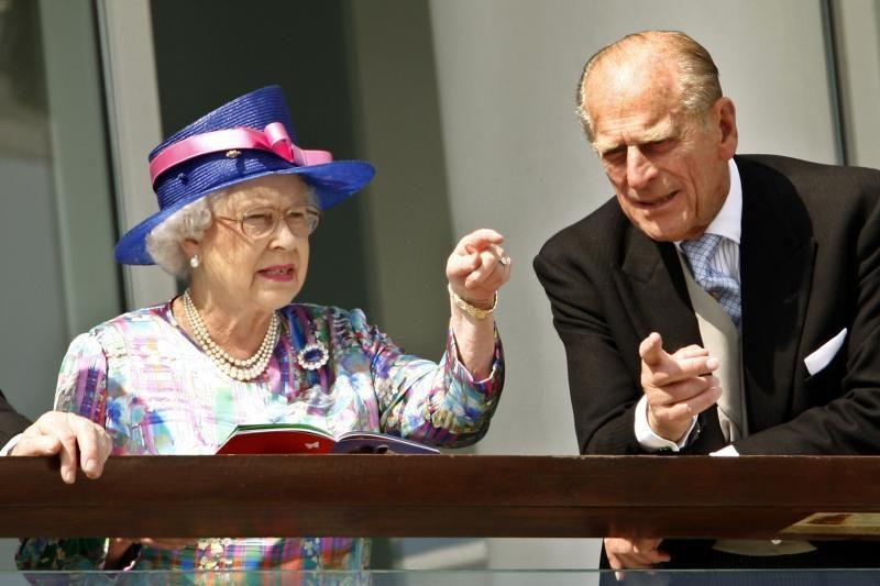 Karalienės Elizabeth II vyras princas Philipas sveiksta