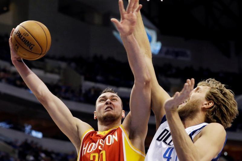 """D.Motiejūnas prie triuškinamos """"Rockets"""" pergalės prisidėjo 10 taškų"""