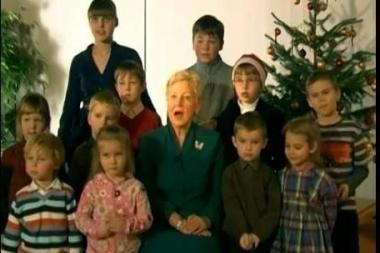 Seimo pirmininkė sveikindama su šventėmis linki daugiau šviesos