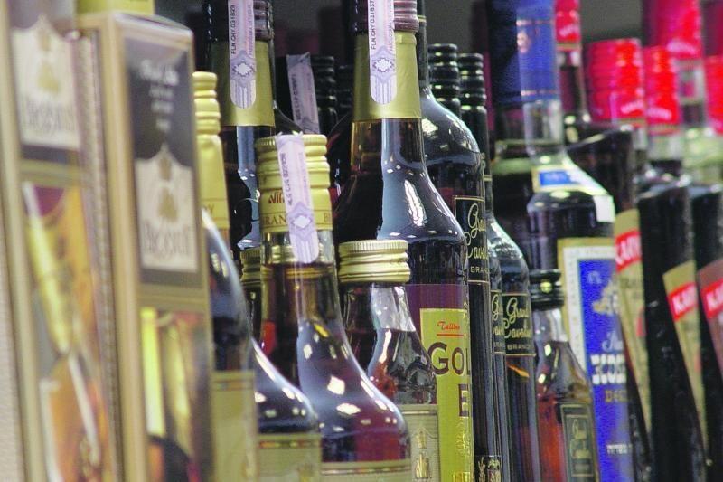 Čekija atšauks draudimą prekiauti alkoholiu, kai sugaus klastotojus