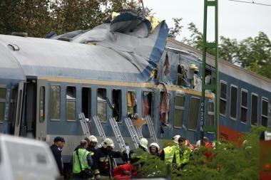 Vengrijoje susidūrė du keleiviniai traukiniai