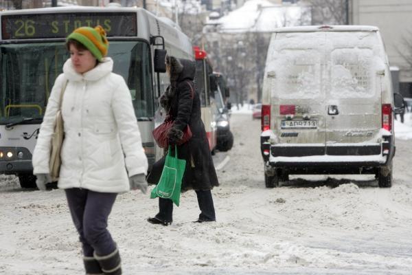 Kelininkai Vilniaus gatves valys nebent naktį