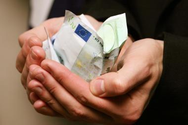 Kovą didėjo įregistruotų įmonių turto areštų skaičius