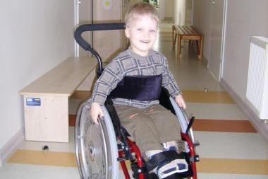 """Kojyčių nevaldančiam Demjanui """"Išsipildymo akcija"""" nupirko specialų vežimėlį"""