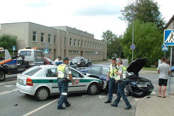 Per avariją sostinėje apgadintas policijos automobilis