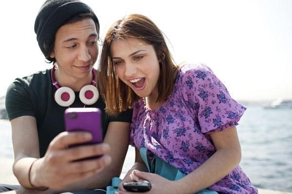 Išvada: mobilieji telefonai labiau užkrečia moteris, vyrai atsparesni