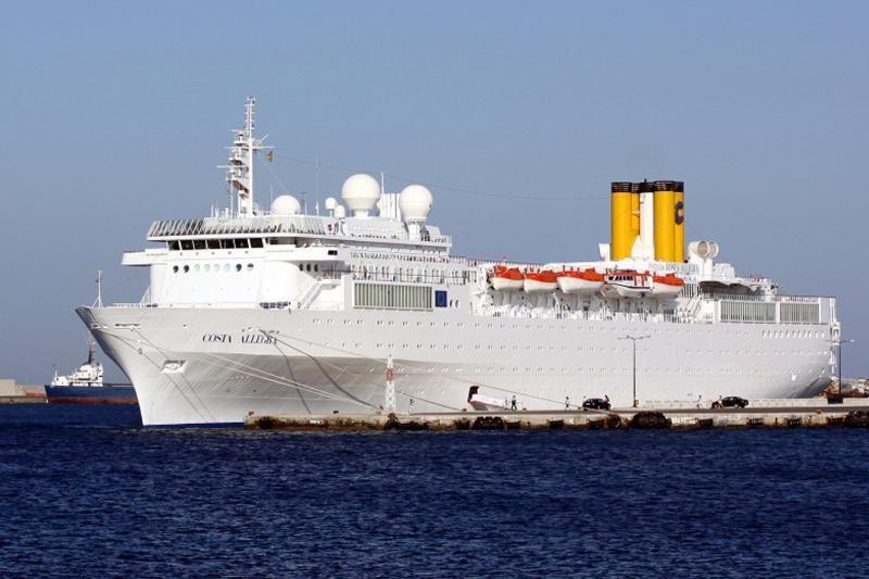 """Indijos vandenyje užsiliepsnojo kruizinis laivas """"Costa Allegra"""""""