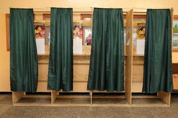 Vakare rinkėjai Vilniuje tapo aktyvesni (papildyta)