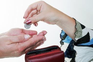 Ministerija: lėšų piniginei socialinei paramai tikrai užteks