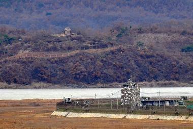Ties demarkacijos linija apsišaudė abiejų Korėjų laivai