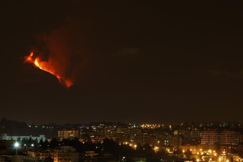 Galingas Etnos ugnikalnio išsiveržimas matomas iš kosmoso
