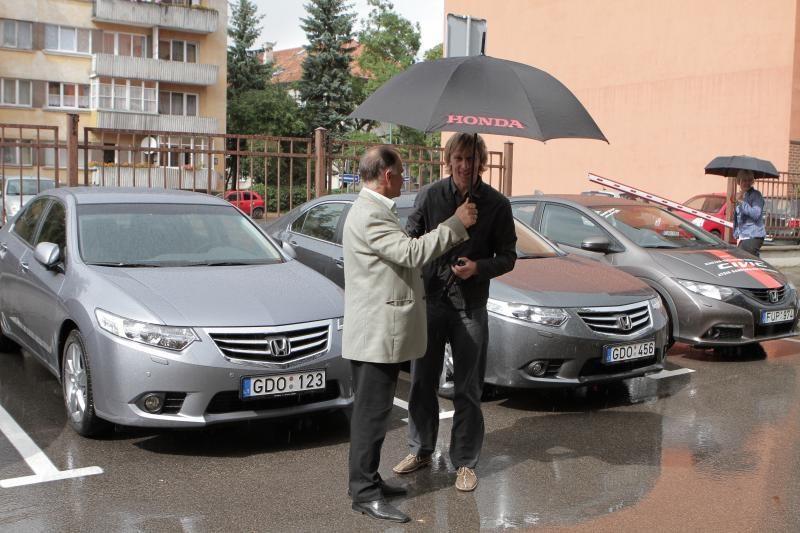 Į Klaipėdos savivaldybės kiemą įriedėjo nauji automobiliai