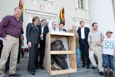Vilniuje išlydėta amerikiečiams dovanojama F.Zappos biusto kopija