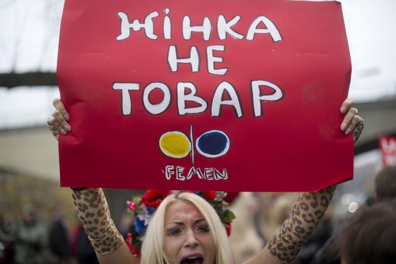 """Su """"Femen"""" aktyvistėmis sulaikyta australė išsiųsta į Lietuvą"""