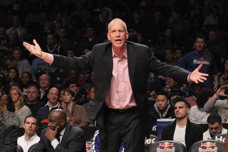 """Kuriozas:""""76ers"""" treneris nepavaišino publikos mėsainiais, kaip žadėjo"""