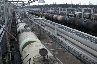 Naftos kainos vėl kopia aukštyn