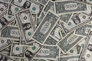 Stiprėjant JAV doleriui, naftos kainos patraukė žemyn