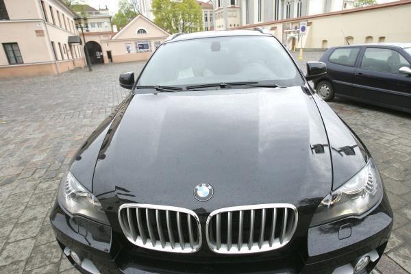 Prabangiausi apskričių viršininkų automobiliai bus parduodami aukcione