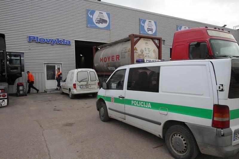 Klaipėdoje chemikalais apsinuodijo du mašinų plovyklos darbininkai